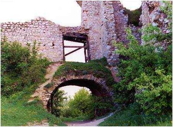 Ruínas do Castelo de Ecsed.