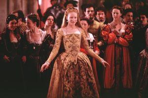 Em cena o Glorioso Banquete da Coroação de Elizabeth I (Cate Blanchett).