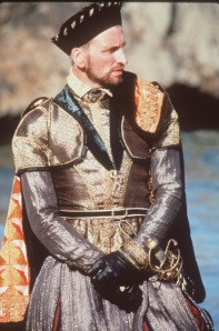Christopher Eccleston como Thomas Howard, 4º Duque de Norfolk.