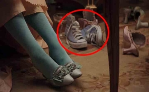 "Sapatos All Star em cena do filme ""Maria Antonieta"" (2006)."
