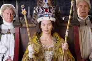 Figurino impecável para a reconstituição cinematográfica da coroação da rainha Vitória.