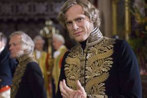 Paul Bettany como o Primeiro Ministro Lord Melbourne.