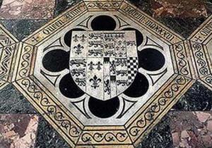 Placa no chão do altar da Capela de São Pedro ad Vincula, indicando o túmulo de Ana Bolena.