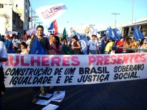 Manifestação do movimento feminista no Brasil, contando inclusive com a participação de homens.
