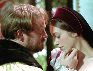 Jared Harris , como Henrique VIII, e Jodhi May.