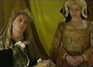 Yolanda Vazquez, como Catarina de Aragão. repare no figurino de gosto duvidoso utilizado pelos atores.