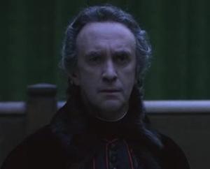 Jonathan Pryce, como o Cardeal Luís de Rohan.