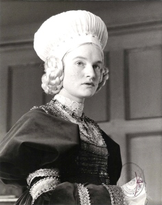 Jenny Bos, na pele da rejeitada Ana de Cleves.