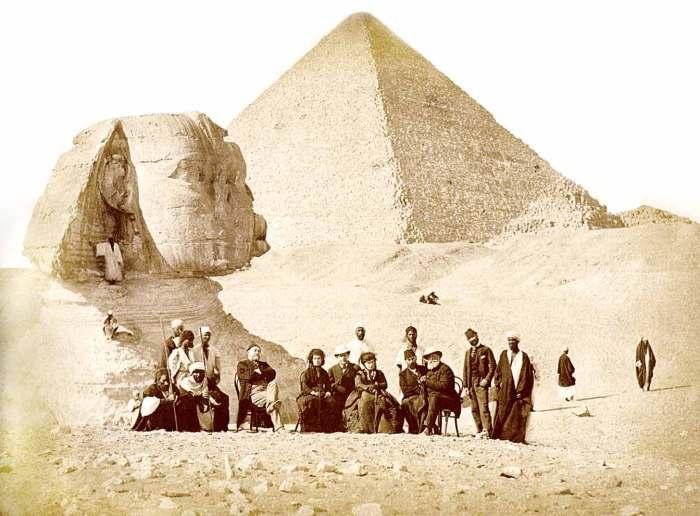 Comitiva do Imperador D. Pedro II na Necrópole de Gizé (Egito) em 1871.