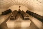 Caixões de Juana e Felipe (ao centro), no interior da Cripta de Granada.