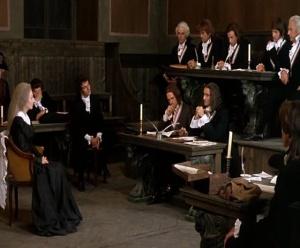 Maria Antonieta (Ute Lemper) perante o Tribunal Revolucionário.