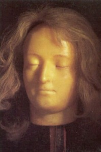 Máscara mortuária de Maria Antonieta, esculpida em cera pela futura Madame Tussaud a partir do rosto sem vida da própria rainha, em 1793.