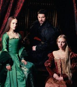 O trio principal de atores: Natalie Portman, Eric Bana e Scarlett Johansson.