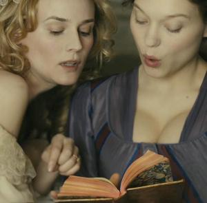 "Maria Antonieta (Diane Kruger) e sua ""leitora"", Sidonie Laborde (Lea Seydoux)."