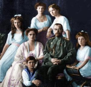 Em suas várias fotografias juntos, os Romanov passavam uma mensagem de família unidade e feliz.