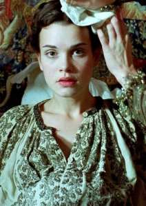 Camille Rutherford  como Maria Stuart.