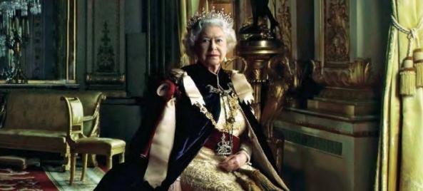 queen-elizabeth-ii-by-annie-leibovitz-04-big