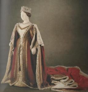 Trajes usados por Vitória no dia da sua coroação.
