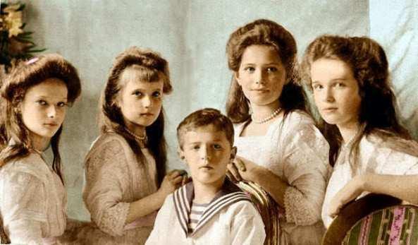 Anastasia-and-Family-anastasia-romanov-17199422-640-375