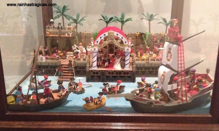 Customização de bonecos playmobil, feitos de forma a retratar o desembarque da princesa real no Rio de Janeiro, segundo litografia de Debret.