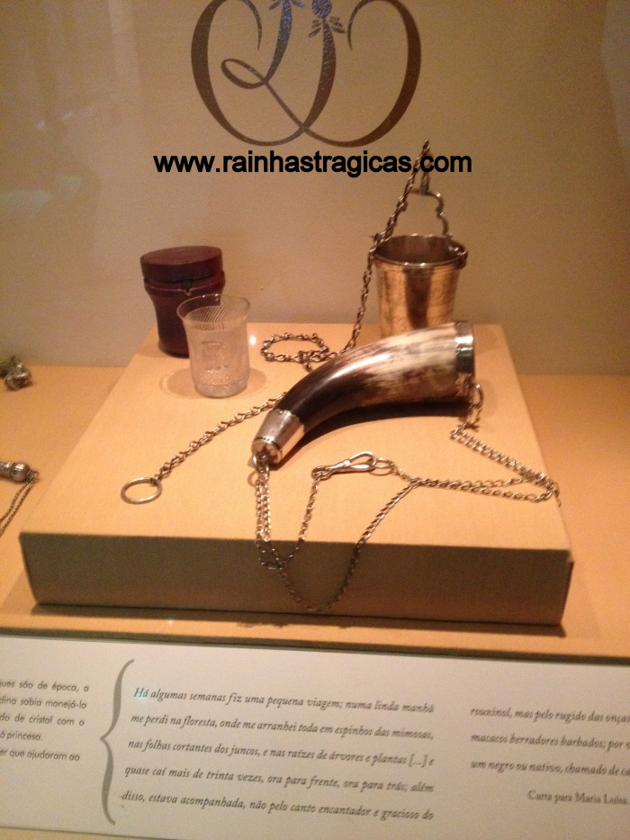 Na imagem podemos observar um copo de vidro que teria pertencido à Dona Leopoldina.