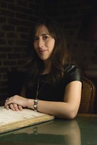Emilie Mellerio usando o bracelete.
