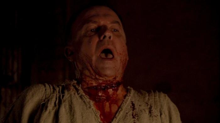 O Cardeal Wolsey (Sam Neil) tira sua própria vida.