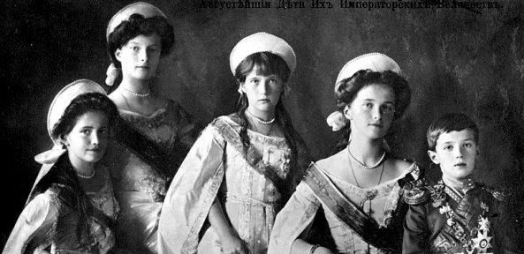 800px-otmaa_1910_in_court_dress_3