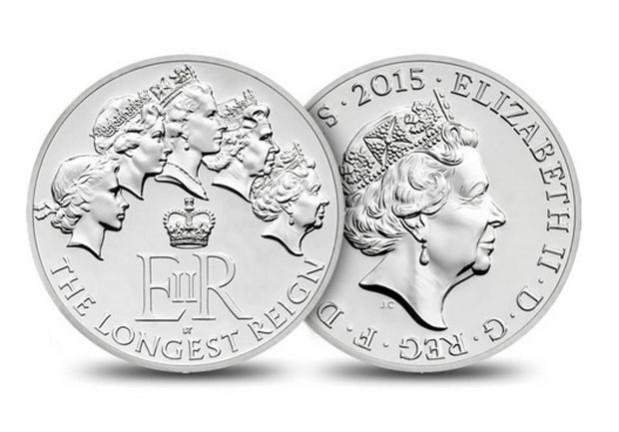 Moeda de prata no valor de 20 libras contendo as efígies da soberana desde a sua coroação.