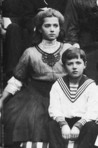 Maria e Alexei Romanov, em foto tirada no ano de 1910.