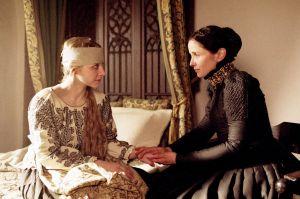 O filme sustenta a falácia de que Erzsébet usava o sangue de moças virgens como cosmético.