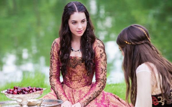 """Adelaide Kane como Mary Stuart na série de televisão da CW, """"Reign"""" (2013)."""