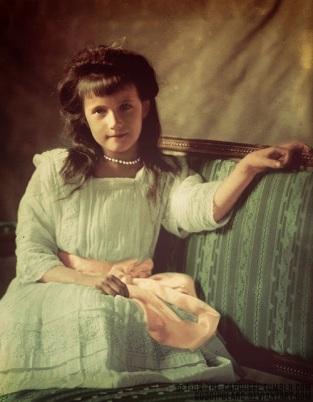 Foto digitalmente colorida de Anastásia Romanov.