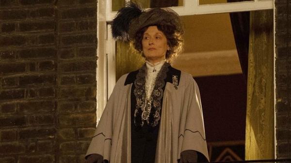 Meryl Streep como Emmeline Pankhurst, líder do movimento sufragista na Inglaterra.