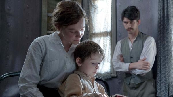 Casada e mãe de um garoto, Maud Watts (Carey Mullingan) só queria cumprir sua jornada na lavanderia e depois voltar para o aconchego do marido, Sonny (Bem Whishaw), e do filho.