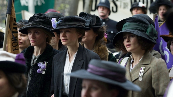 Da esquerda para a direita: Violet Miller (Anne-Marie Duff), Maud Watts (Carey Mullinga) e Edith Ellyn (Helena Bonhan Carter).