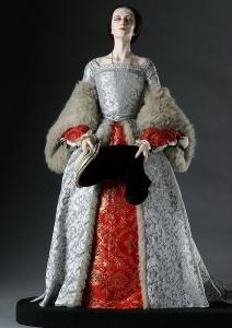 Recriação do vestido que Ana Bolena usou na sua execução. Figura exposta no Museum of Ventura.