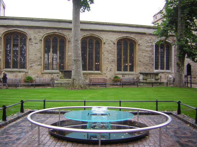 Memorial na Torre de Londres que marca o suposto lugar de execução de Ana Bolena.
