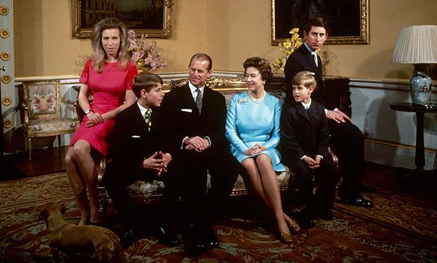 A rainha com seu marido e filhos, em 1972.