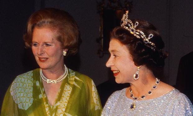 A rainha Elizabeth II e Margaret Thatcher em Zambia (1979).