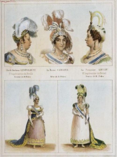 A moda no Rio de Janeiro, entre as décadas de 1810 e 1820, por Debret. No quadro acima, podemos ver os bustos de Dona Leopoldina, Dona Carlota e Dona Amélia de Leuchtenberg. Abaixo, Dona Carlota e Dona Leopoldina aparecem em seus trajes de gala.