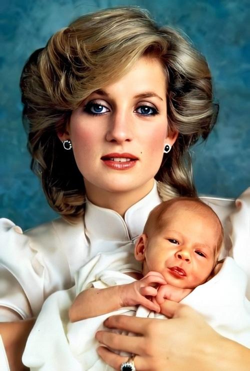 A princesa Diana com o recém-nascido príncipe Harry, em 1984.